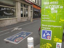 Porte d'entrée d'une zone de rencontre à Angers